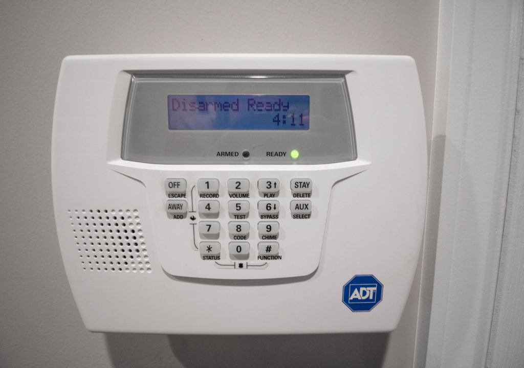 2019 Adt Vs Frontpoint Security Which Alarm System Is Better