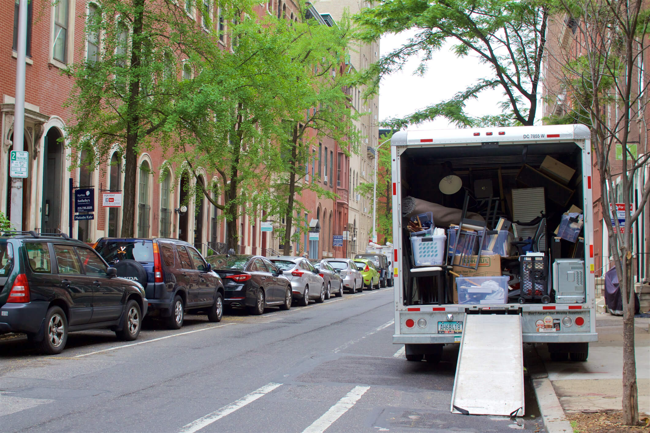Moving truck moving an apartment in the city